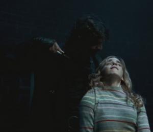 Dolohov amenazando a Hermione