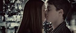 Ginny-and-Harry-Kiss-CLOSEEEE-harry-and-ginny-6328089-1280-5601