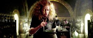 Emma-watson-half-blood-prince-harry-potter-hermione-hermione-granger-potion-Favim com-45655