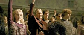 P6 Poppy, Luna y Ron de duelo por Dumbledore