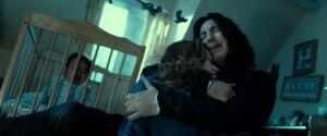 Snape abrazando a Lily