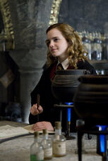 Hermione during Potion class pic2
