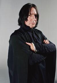 P4 Severus Snape de pie