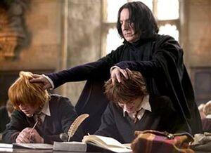P4 Severus Snape Propinando