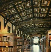 Interior de la Biblioteca de Hogwarts