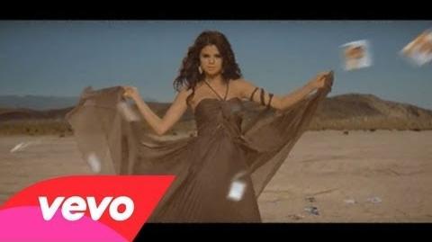 Selena Gomez & The Scene - Un Año Sin Lluvia-0