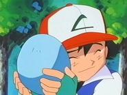 EP231 Ash abrazando el huevo