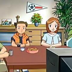 Jeremy/Luciano junto a su familia viendo el <a href=
