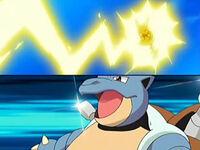 EP514 Blastoise de Gary junto al Pikachu de Ash atacando