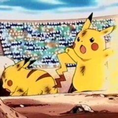 Pikachu atacando a Ditto.