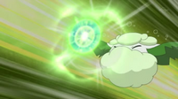 EP692 Cottonee usando bola energía