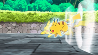 EP953 Pikachu usando ataque rápido