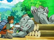 EP526 Brock dando de comer a los Machoke