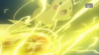 EP918 Pikachu de Ash usando bola voltio