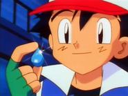 EP007 Ash con la medalla Cascada