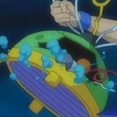 Alan quitando el casco a Probopass.