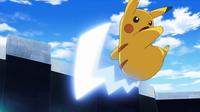 EP930 Pikachu de Ash usando cola férrea