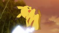 EP1012 Pikachu de Ash usando cola férrea