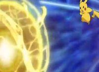 EP794 Pikachu usando Electrobola