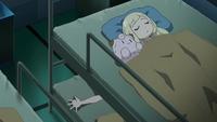 EP1022 Lylia durmiendo con el peluche Clefairy