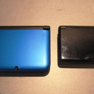 Una Nintendo 3DS XL y Nintendo 3DS cerradas.