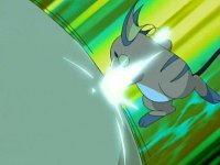 EP493 Raichu de Abigail golpeando la maquina del Team Rocket con Puño certero