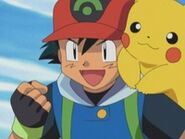 EP294 Ash junto a Pikachu