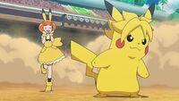EP1072 Pikarla con una diadema de Pikachu