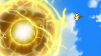 EP917 Pikachu usando bola voltio