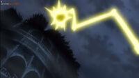 EP1044 Zeraora lanza una piedra pero Pikachu usa Rayo para romper la piedra