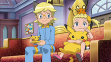 EE16 Taza y peluche Pikachu