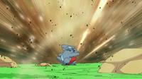 EP614 Gible usando ataque arena