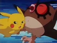 EP133 Pikachu golpeando a Hoothoot