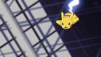 EP1107 Pikachu usa Cola férrea para ramatar a Electrode