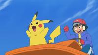 EP1003 Ash y Pikachu en un Pokétrineo