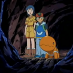 EP383 Elisa y Ash en la cueva con Trapinch.png