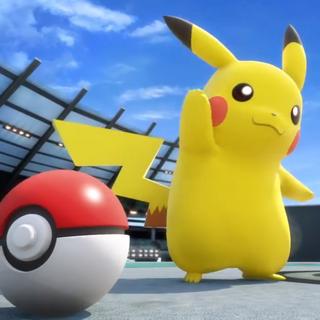 Pikachu junto a una <a href=