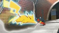 EP964 Pikachu usando ataque rápido