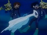 EP222 Lugia bebé golpeando cariñosamente a Ash