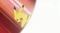 EP634 Pikachu de lectro usando cola férrea