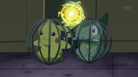 EP710 Pikachu usando bola voltio