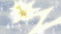 EP924 Pikachu usando rayo