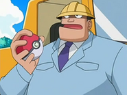 EP526 Ingeniero jefe con su Poké Ball