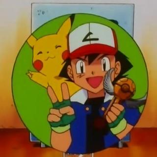 Ash con el trofeo de campeón de la <b>Liga Naranja</b>.