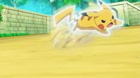 EP941 Pikachu usando ataque rápido