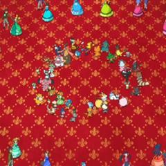 Entrenadores y Pokémon en el baile rotatorio.