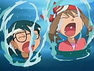 EP433 Aura y Max saliendo del agua