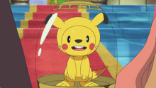 EP885 Chespin disfrazado de Pikachu
