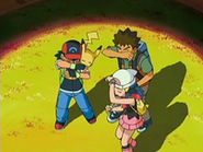 EP528 Ash, Brock y Maya apuntados por el foco
