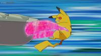 EP1058 Pikachu recibiendo Puya nociva de Golisopod